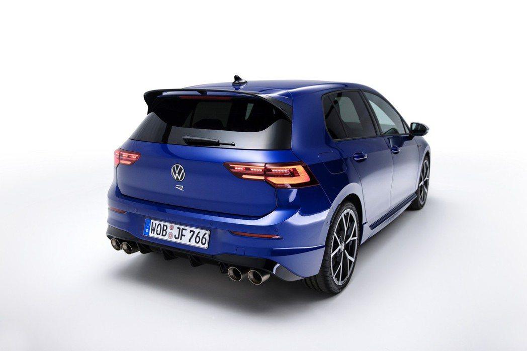 這一代R性能銘牌移至廠徽下方。 圖/Volkswagen提供