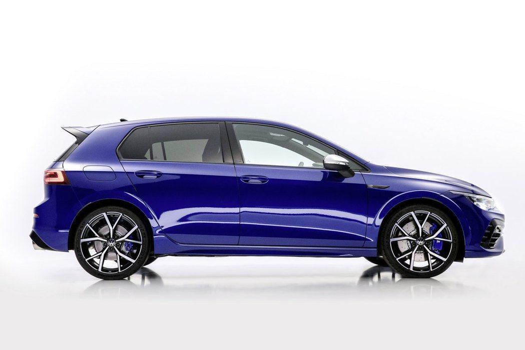 新一代Golf R其行駛高度比上一代車型還低20mm。 圖/Volkswagen...