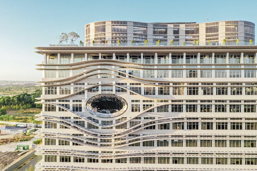 中國醫藥大學水湳校區、禮聘多位普利茲克獎大師量身打造,校舍堪稱是全台「最國際級」...