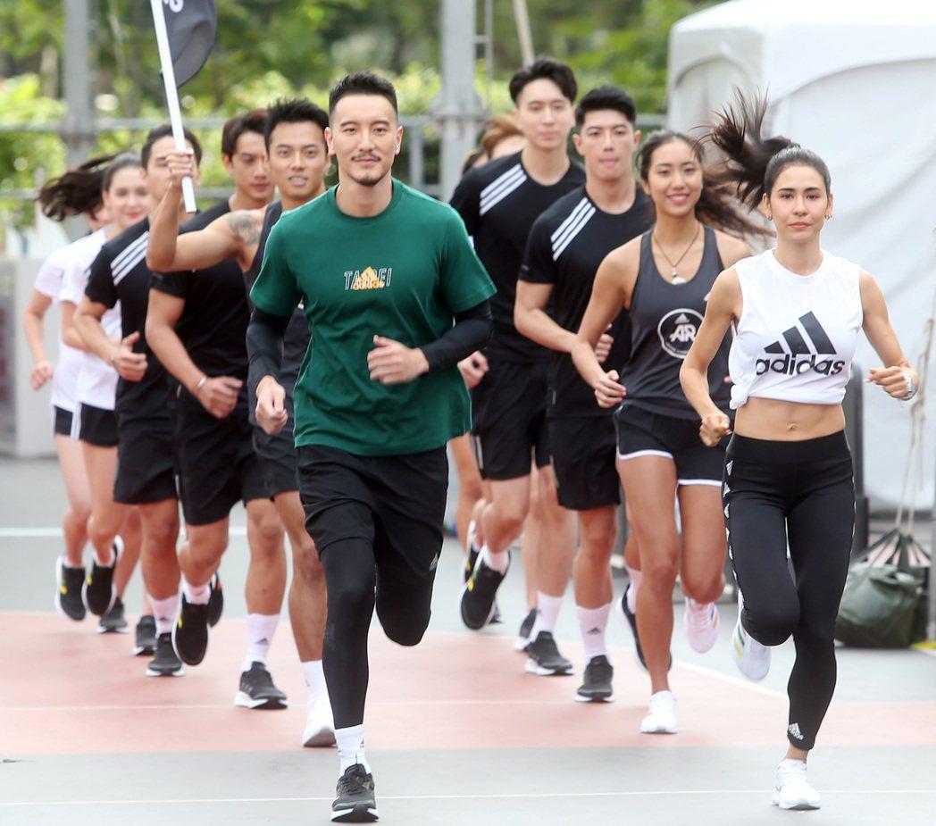 王陽明(左)、雷理莎(右)出席 adidas 跑翻台北城市Online Run記...