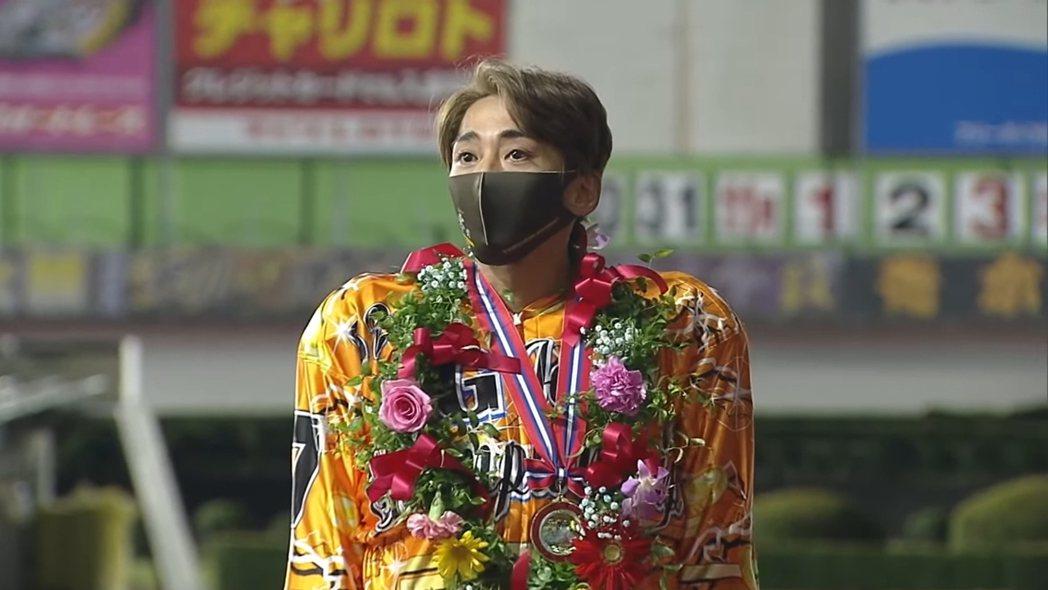 SMAP前團員森且行在日本摩托車賽車界最高等級的SG賽獲得冠軍。 圖/擷自You
