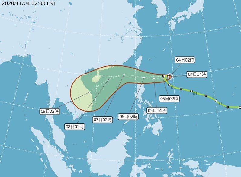 輕度颱風閃電在鵝鑾鼻東南東方920公里海面上,以每小時4轉13公里速度,向西南西轉西進行。紅色線的範圍,是颱風75%路徑的可能通過範圍。圖/取自氣象局網站