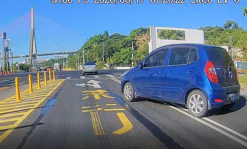 任意跨越兩條車道行駛。圖/屏東監理站提供