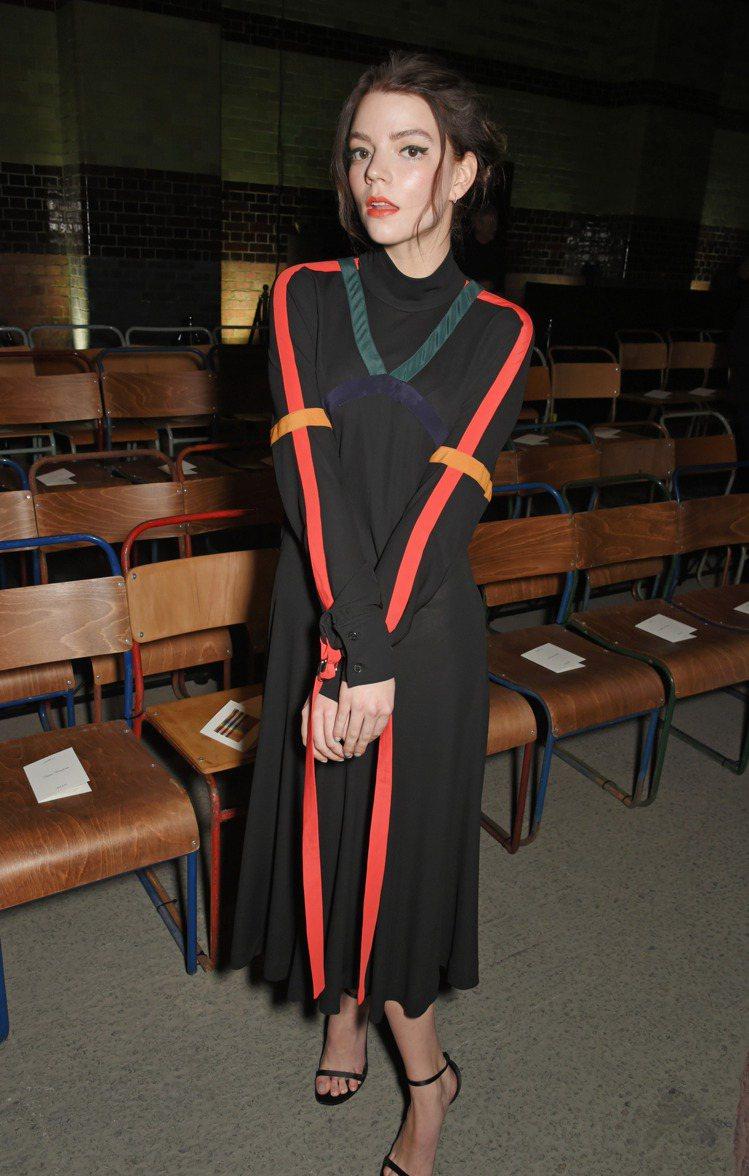 安雅泰勒喬伊參與BURBERRY時裝秀。圖/BURBERRY提供