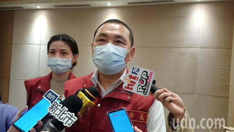新北市長侯友宜今於市政會議後受訪。記者吳亮賢/攝影