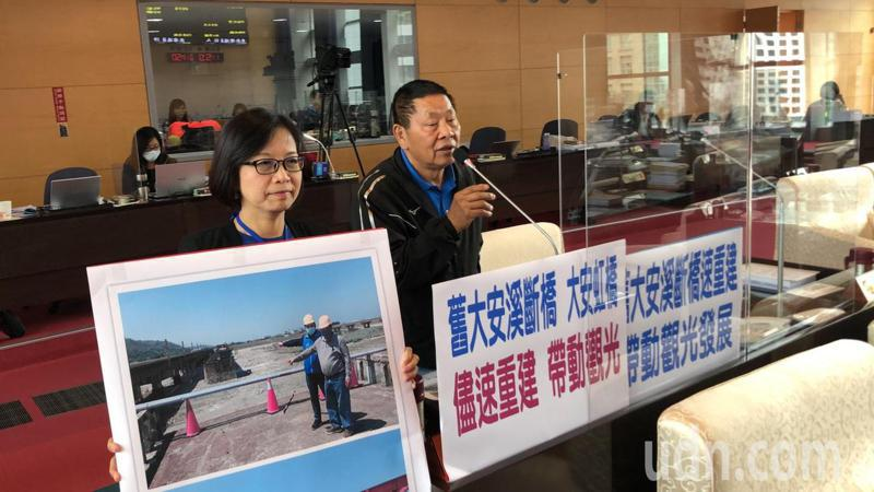 台中市議員李榮鴻要求市府加快速度修大安斷橋。記者陳秋雲/攝影