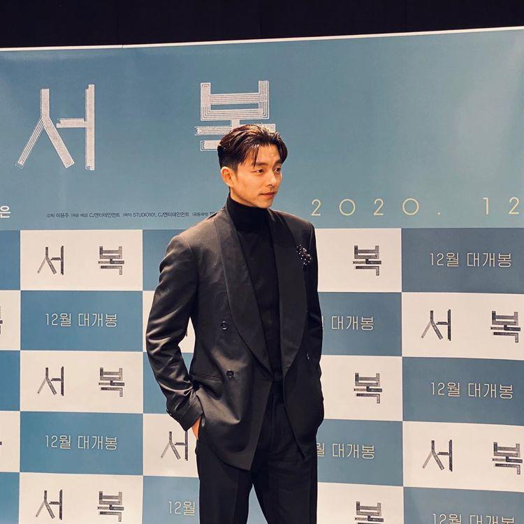 孔劉在「永生戰」發表活動身穿RALPH LAUREN 2020秋冬男裝。圖/取自...
