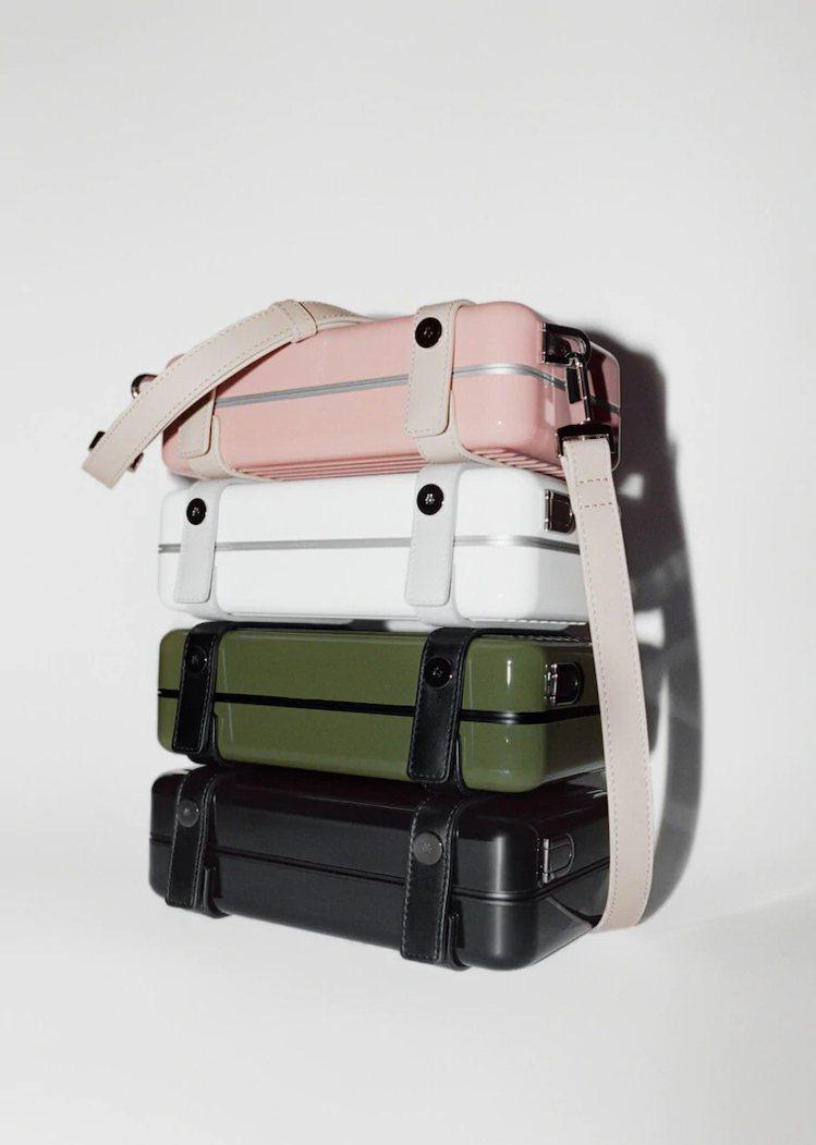 Personal硬殼手拿包一共推出4色,包含基本的黑、白,以及受到歡迎的沙漠玫瑰...