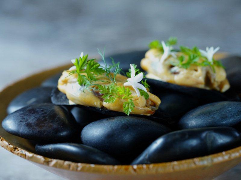 淡菜、裸麥脆餅。圖/蘭餐廳Orchid by Nobu Lee提供。
