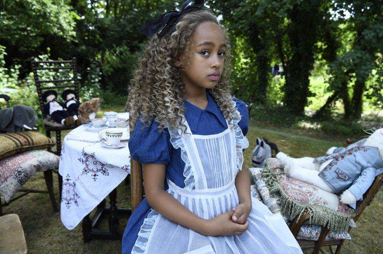 「愛麗絲與夢幻島」精心打造主角群戲服,風格華麗。圖/甲上提供