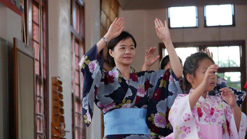 高雄市文化局於歷史建築「逍遙園」,規畫多場日本傳統文化體驗工作坊,讓民眾親近文化資產。圖/高雄市文化局提供