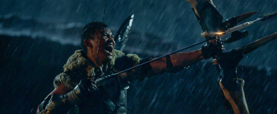 東尼嘉在「魔物獵人」裡有許多精彩動作戲。圖/索尼提供