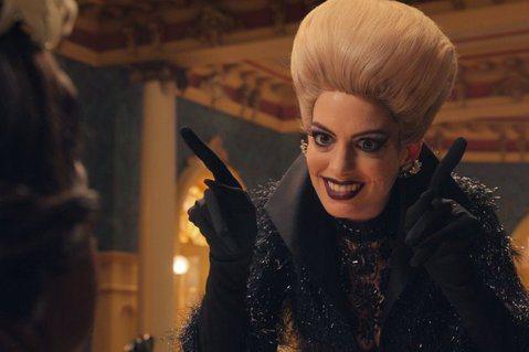 「女巫們」改編自羅德達爾的名著,由勞勃辛密克斯執導,安海瑟葳、奧塔薇亞史班森及史丹利圖奇主演。故事以小孩為主角,敘述小男孩與外婆設法阻止高階女巫消滅小孩的邪惡計畫,同時融合奇幻、幽默、刺激、恐怖的元...