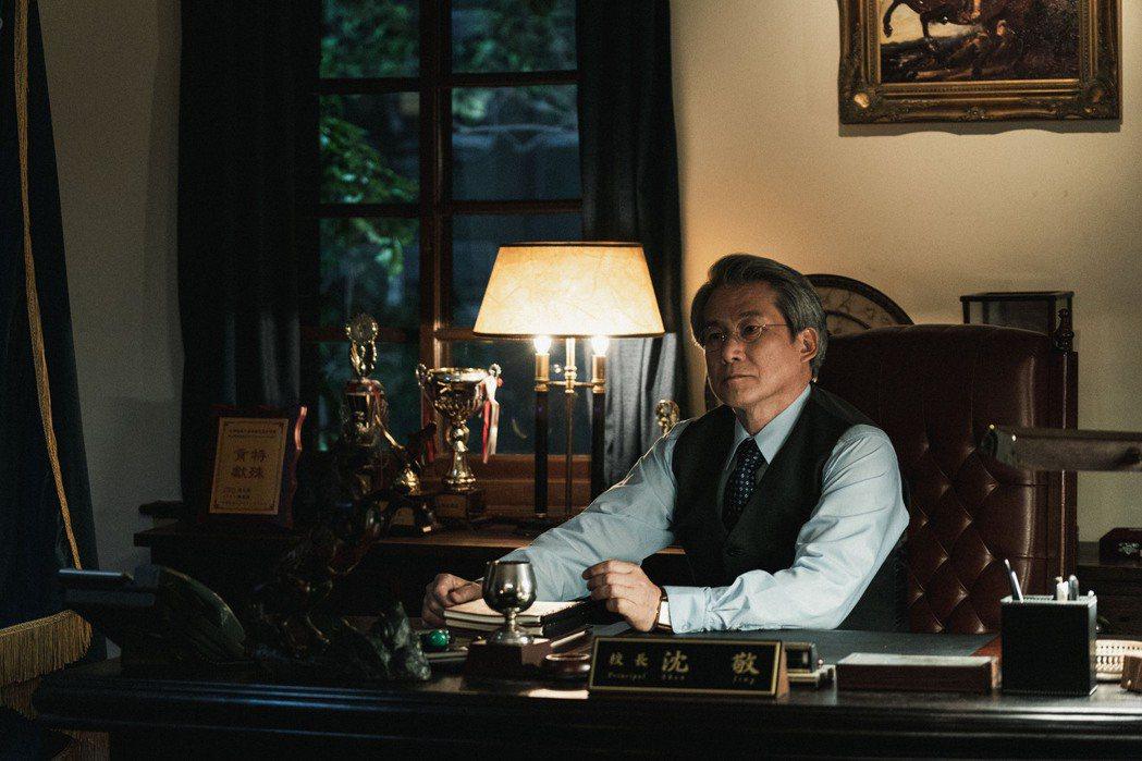 韓國華僑演員羅光旭飾演90年代翠華中學「沈敬校長」。圖/公視提供
