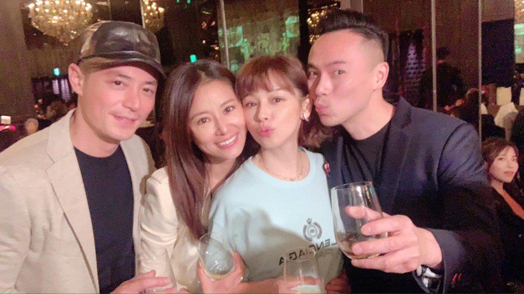 霍建華(左起)、林心如與徐若瑄夫妻合照。圖/摘自臉書
