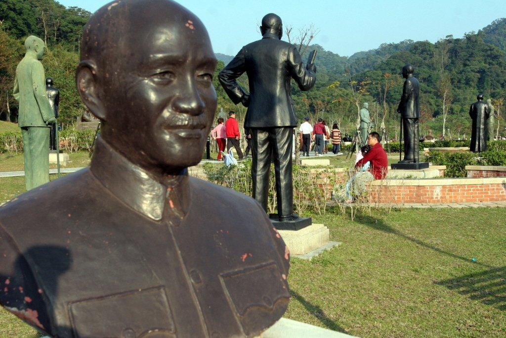 圖為慈湖蔣公園區裡,放眼看去都是蔣公銅像。記者葉英豪攝影/報系資料照