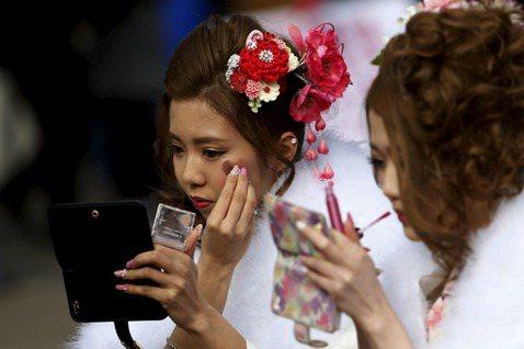 新井一二三/化妝與疫情:從一堂線上課窺見的日本社會