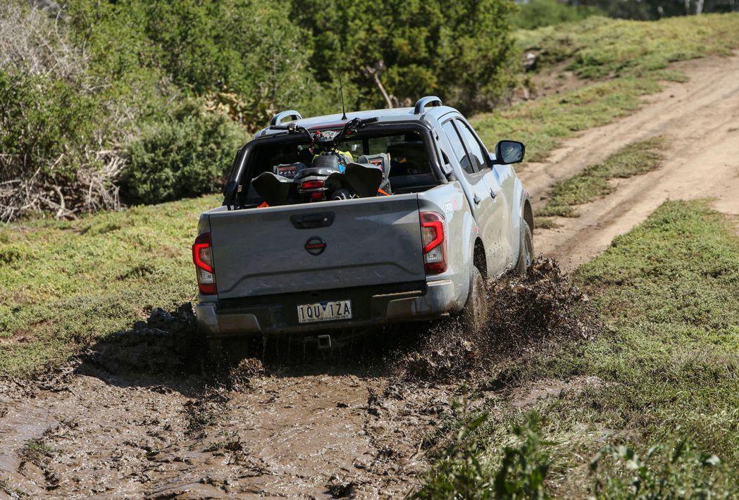 四顆鏡頭模擬的環境效果也能消除死角,增添行駛的安全性。。 圖/Nissan提供
