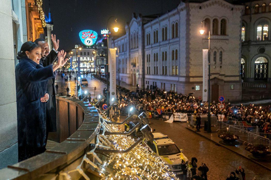 雖然同年秋季,阿比因獲頒諾貝爾和平獎,國際聲望大振;但根據《國際特赦》與《人權觀...