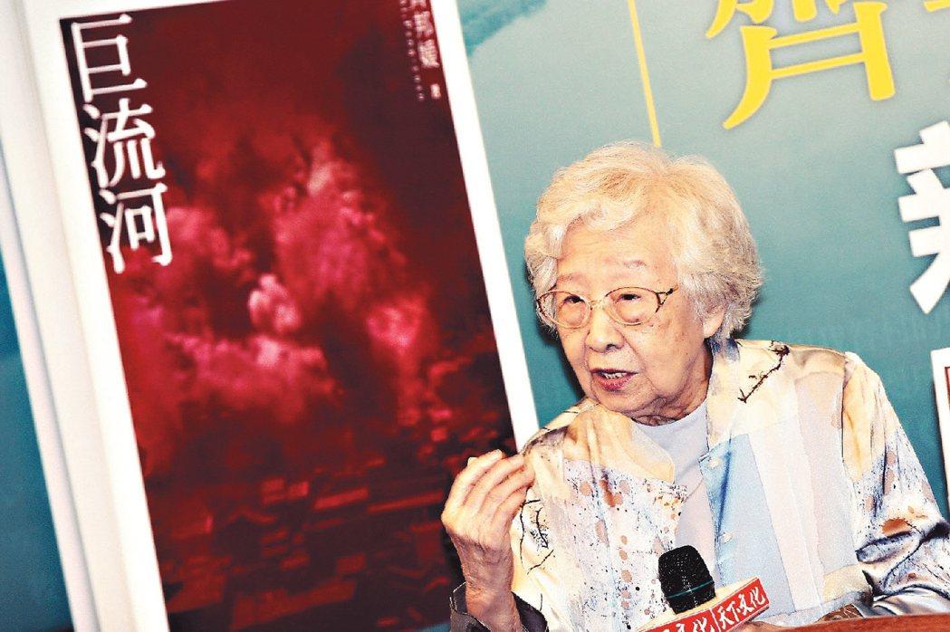 齊邦媛撰寫《巨流河》的動機,是為走過的歷史留下個人的觀察與紀錄。她雖年事已高,但...