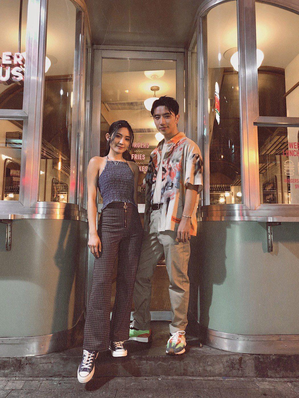 曾詠熙(左)和男友T-MA(馬敬恆)合唱新歌「Softly」。圖/Blue Mo...