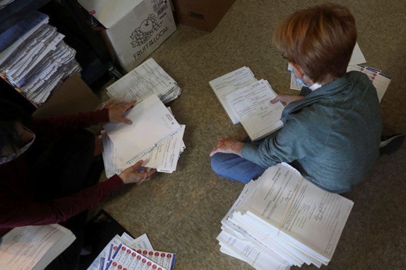 美國有線電視新聞網4日報導,美國總統川普團隊很快將會要求威斯康辛州重新計票。路透社
