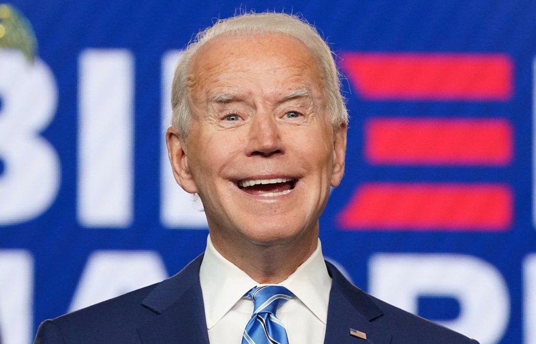 美國民主黨總統候選人拜登4日在德拉瓦州Wilmington市,神情愉悅談論選情。  路透