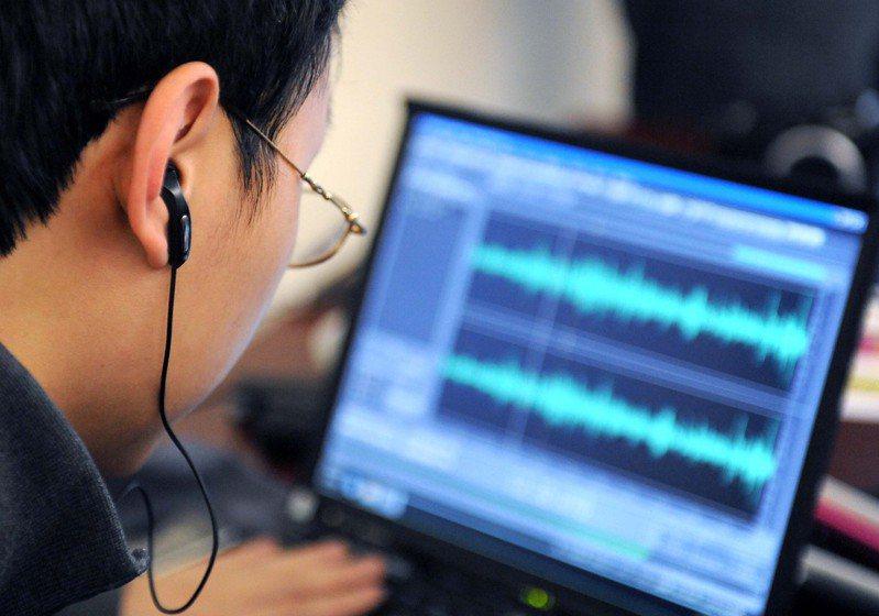 隨著網路科技的發達,大陸付費收聽線上音頻的民眾愈來愈多。新華社
