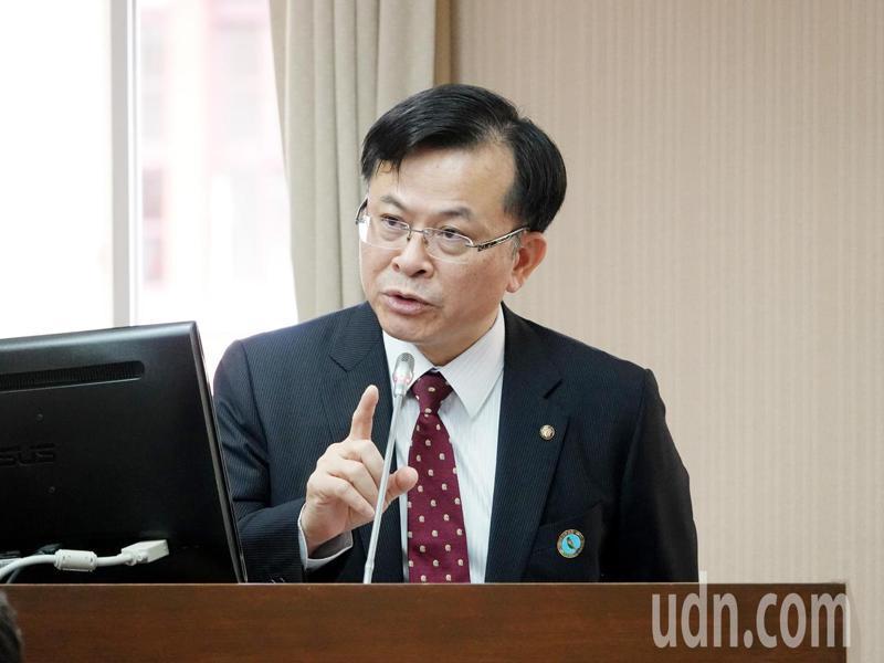 NCC主委陳耀祥表示,林麗雲、王維菁2位委員是否需要迴避中天案的問題內部已經討論很多次,每個人可能都有他的意識型態,如果沒有具體事實是無法判斷會影響職權。記者邱德祥/攝影