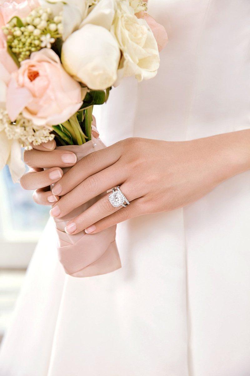 Harry Winston的婚嫁系列同樣是品牌熱門經典,並在全新專賣店中,設有專區、提供頂級、隱密的尊榮感受。圖