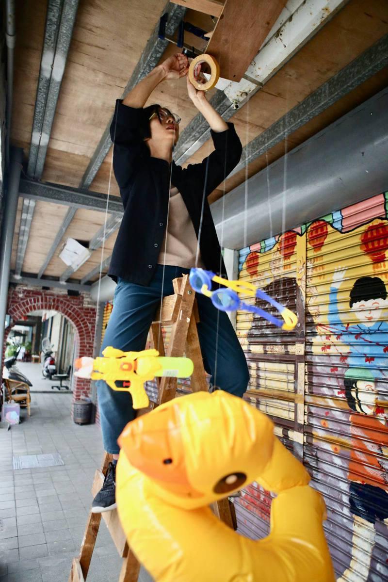 利澤國際偶戲藝術村今年有8組藝術創作者進駐,利用自身才藝妝點百年歷史的利澤老街。圖/無獨有偶劇團提供。