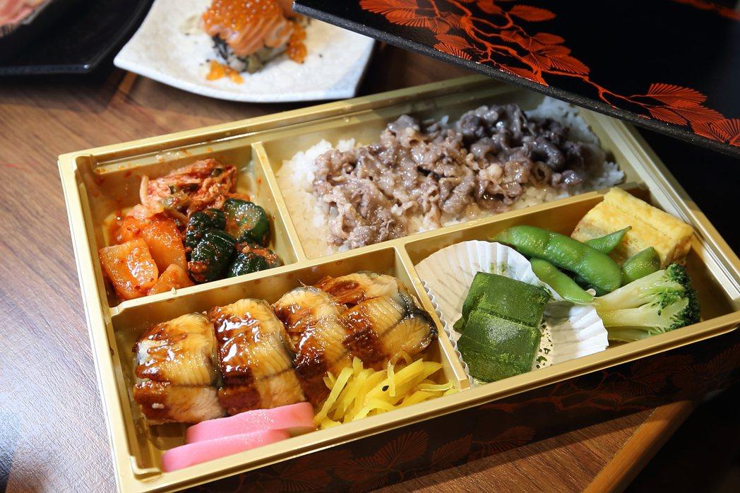 特選霜降和牛燒肉&鰻魚壽司便當,每個499元。記者陳睿中/攝影