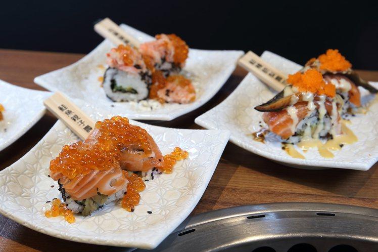店內以鮭魚、鮭魚卵、松葉蟹等食材,推出不同的握壽司。記者陳睿中/攝影