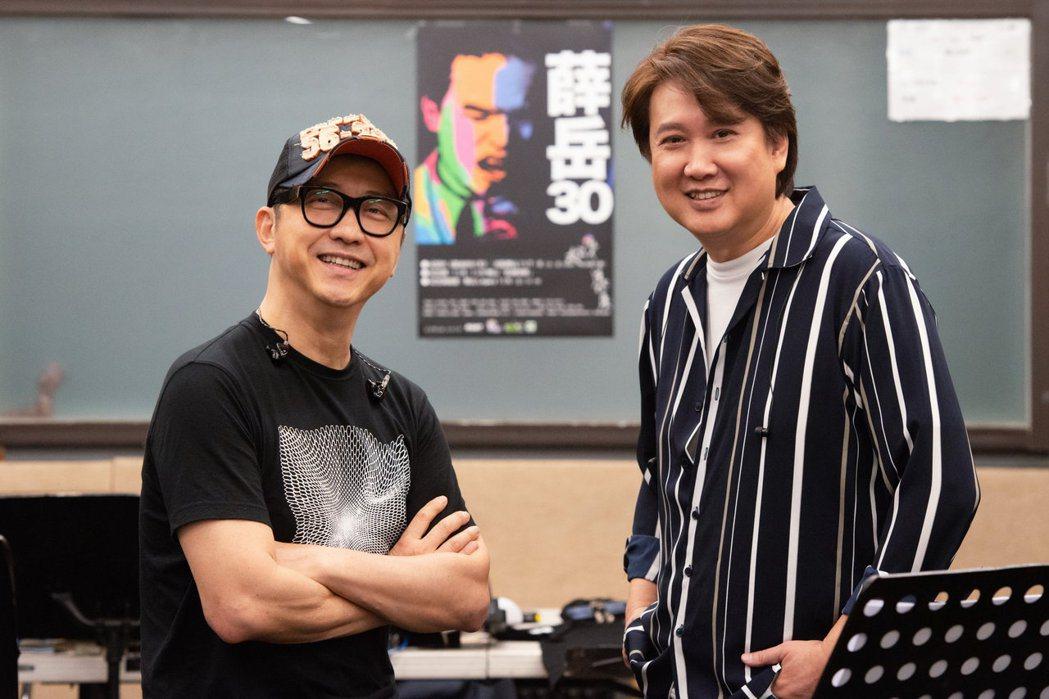 庾澄慶(左)、周治平分享跟薛岳相處的點滴。圖/中華音樂人交流協會提供