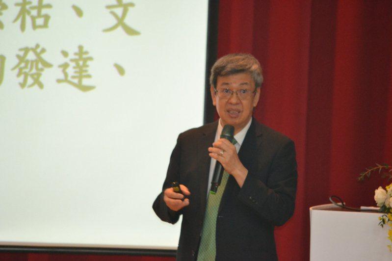 前副總統陳建仁今天到台南一中演講,分享台灣新興傳染病防疫的成功模式。記者鄭惠仁/攝影