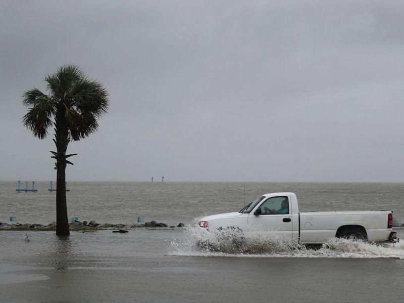 氣候危機影響著每個美國人的生命安全。圖為今年9月莎莉颶風衝擊阿拉巴馬州。法新社