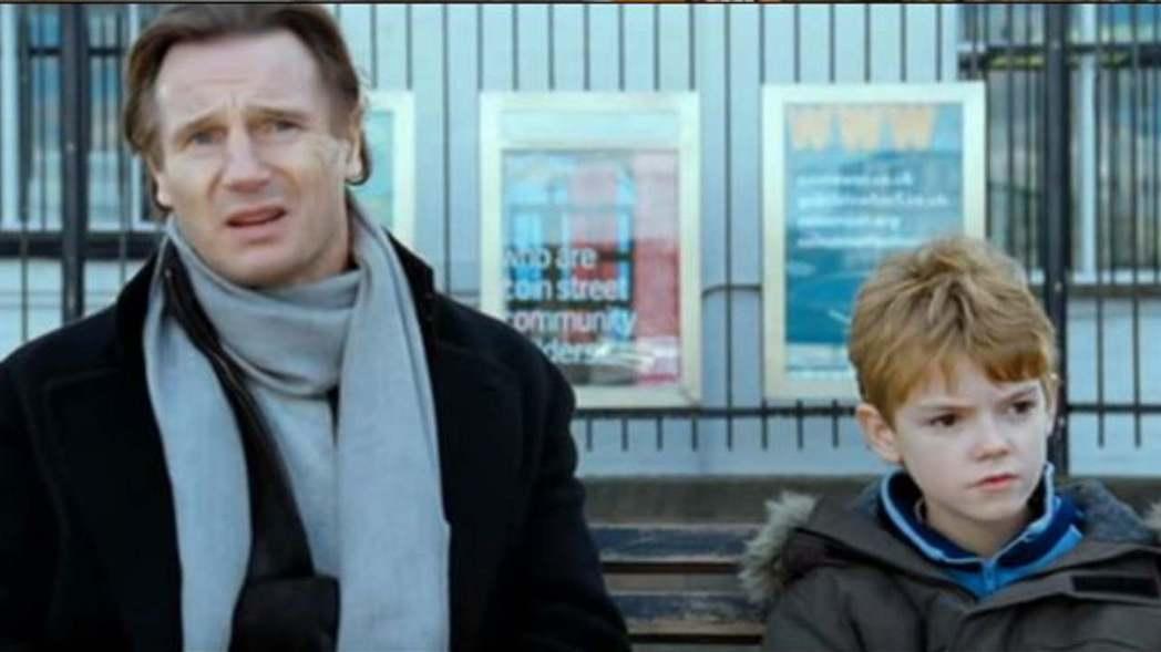 湯瑪斯布洛迪桑斯特小時候和連恩尼遜在「愛是您,愛是我」的對手戲是片中一大亮點。圖...