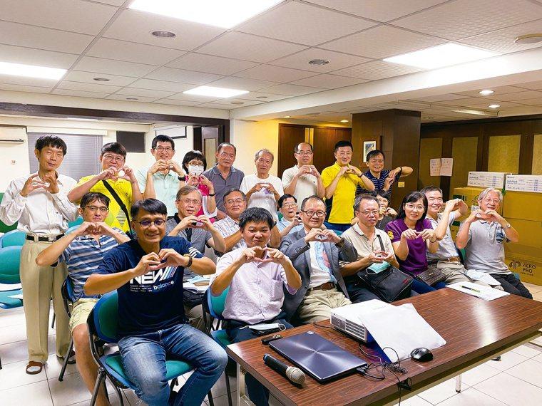 屏東縣牙醫師公會山地偏遠巡迴醫療及身心障礙醫療服務團。記者劉星君╱攝影
