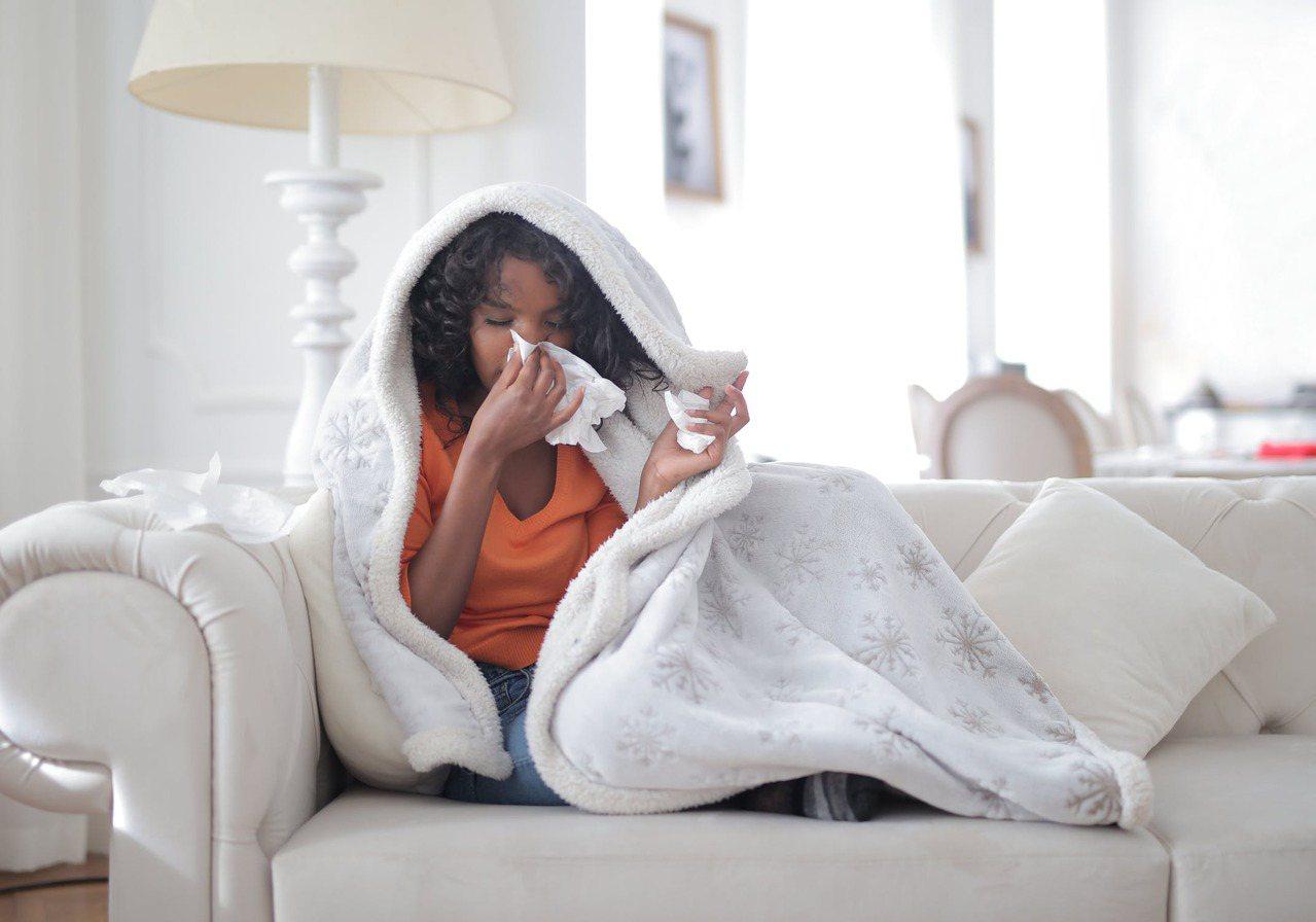 許多用嘴巴呼吸導致肌肉疼痛的案例,大多都是慢性鼻炎所致。 圖/pexels