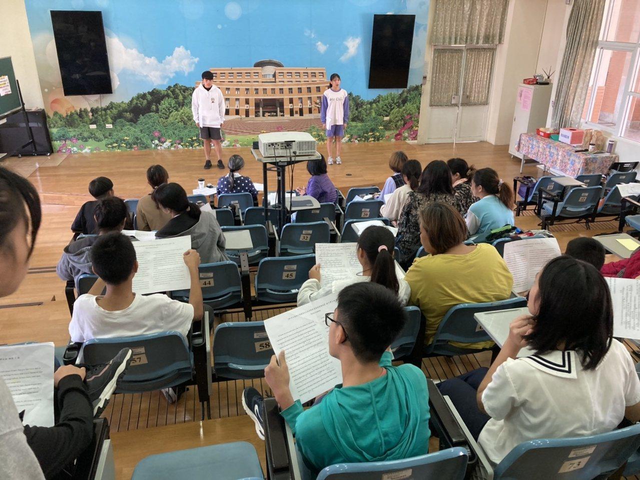 台中語文競賽競賽員集訓,不少保母多年來傳承指導選手。 圖/陳秋雲 攝影