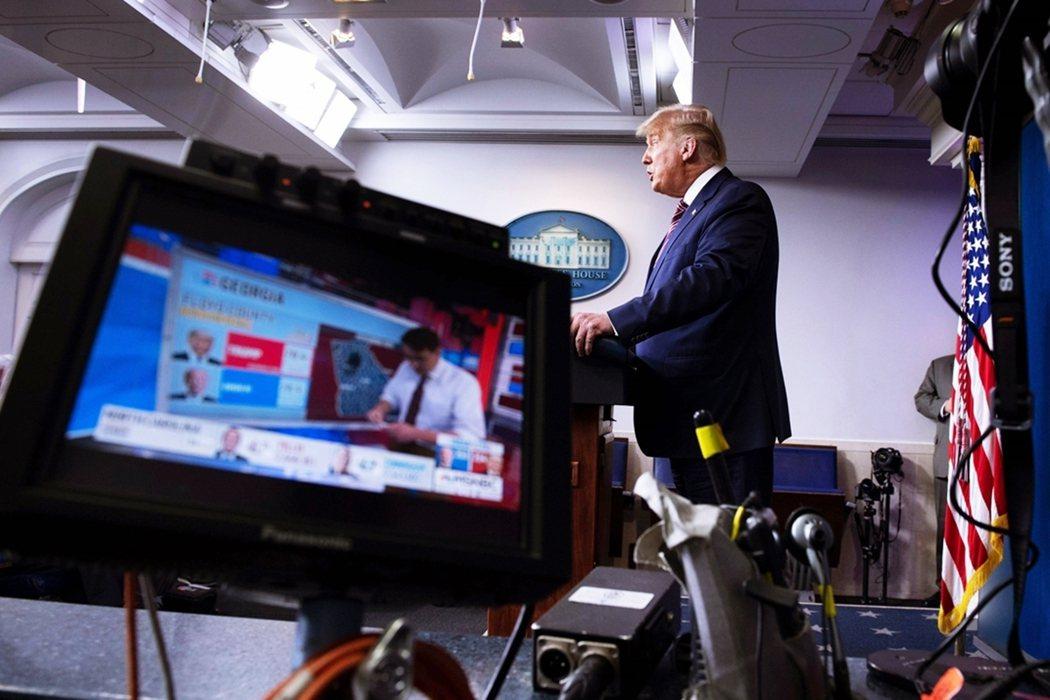 5日晚間,川普再度憤怒地召開白宮記者會,指控「我才是贏家,不能讓民主黨偷走勝利」...