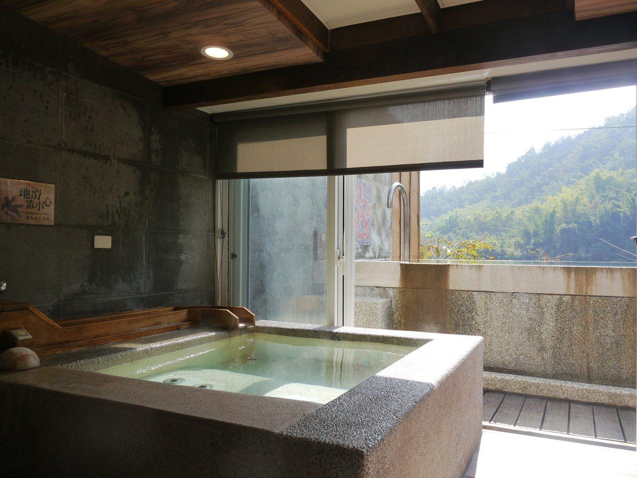 圖為溫泉山莊內的私人泡湯湯屋。 圖/徐白櫻 攝影