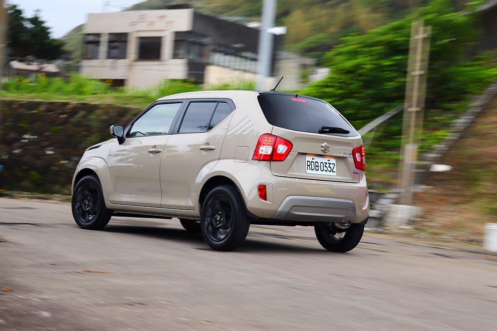 Suzuki Ignis透過較長懸吊行程,使車輛行徑坑洞時有足夠距離可以緩衝、吸...