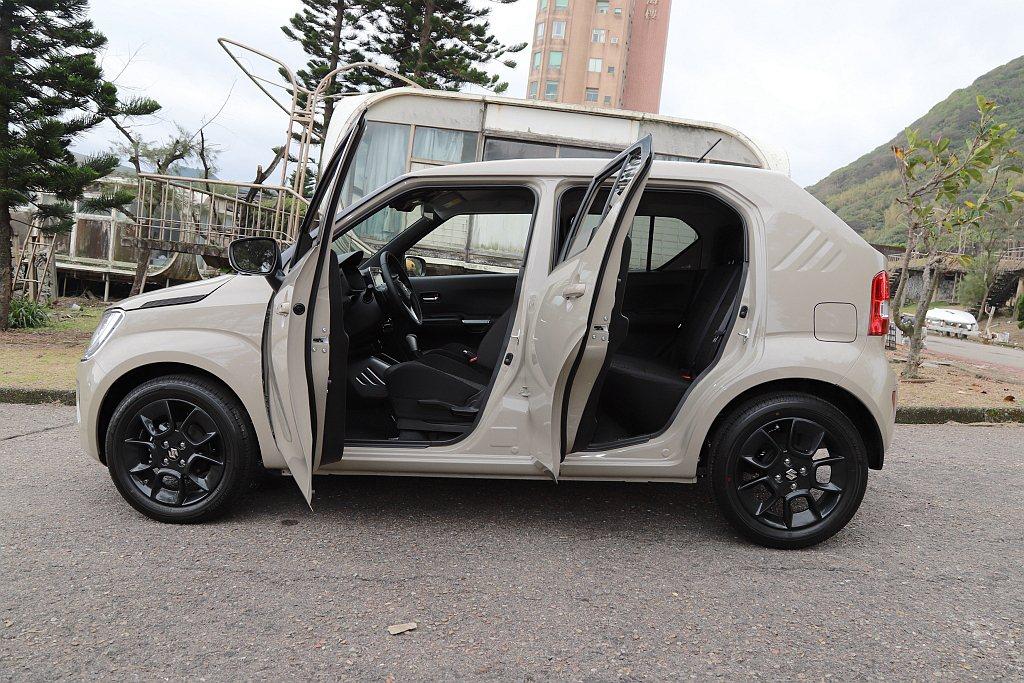 Suzuki Ignis車身長度僅3,700mm,但軸距有著2,435mm設定,...