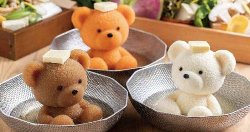 日本北海道一家涮涮鍋店,推出將湯底製成小熊造型的「溫泉小熊鍋」。圖擷取自FACEBOOK
