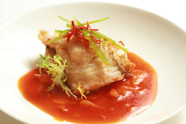 香酥筍殼魚佐甜柿醬。記者陳再興/攝影