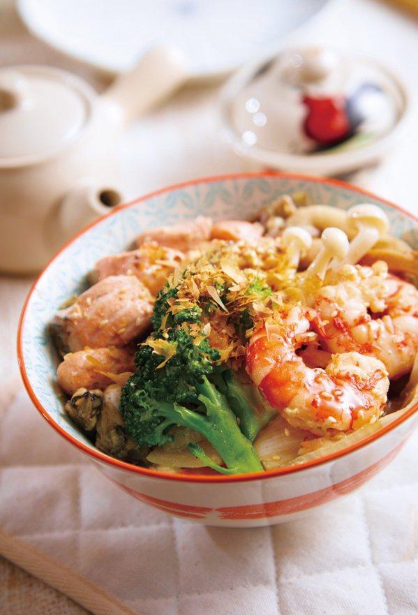 海鮮蒟蒻蓋飯。 圖/布克文化提供