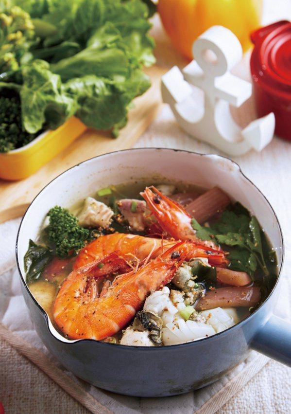 海鮮野菜鍋。 圖/布克文化提供