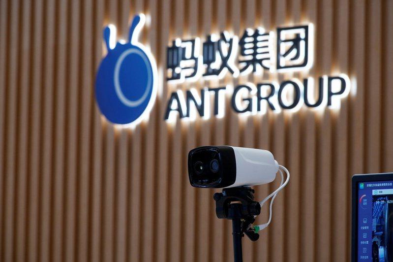 中國人民銀行等4部門2日聯合約談螞蟻科技集團實際控制人馬雲等人,上海證交所隔天晚間公告暫緩螞蟻上市。 路透社