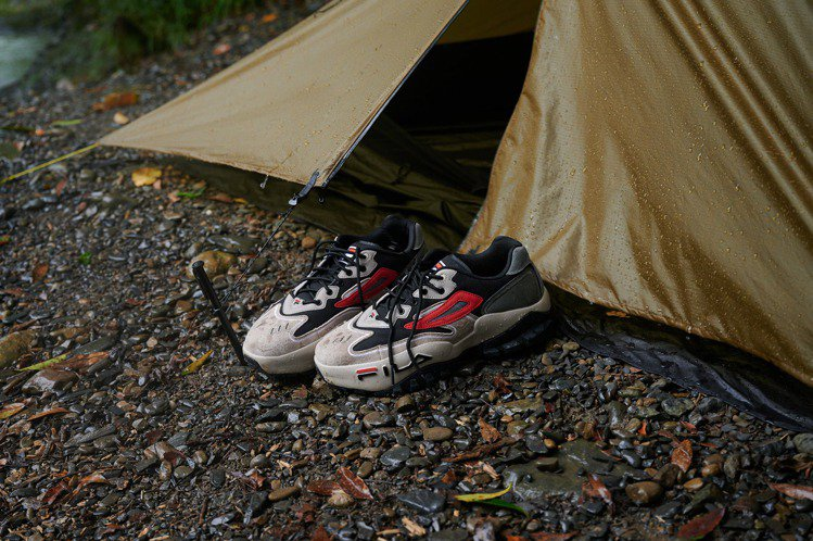 FILA TRAIL DAEMON 1997山系戶外復古運動鞋2,480元。圖/...